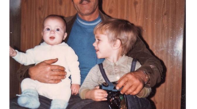Avec mon grand-père maternel et mon petit-frère (mars 1973)
