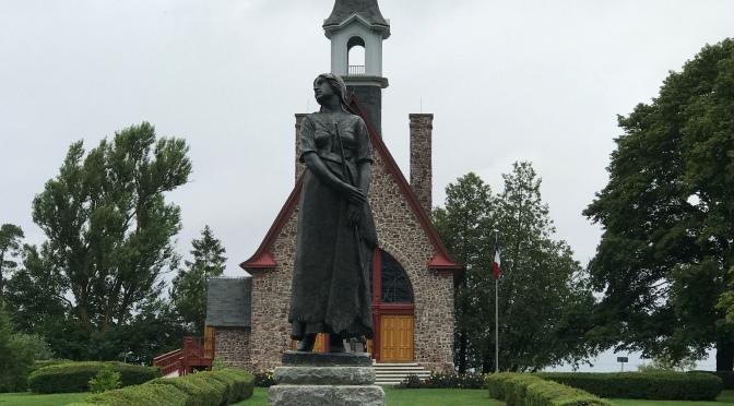 La femme acadienne à l'ombre d'Évangéline